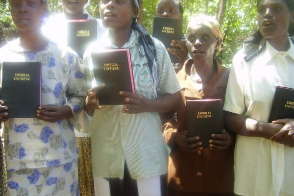 milka-from-left-lucy-and-others-with-new-bibles5410A054-0B75-56B0-491A-7FF046F8D42B.jpg